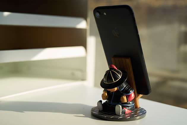 Fun ancient cartoon soldier mobile phone holder