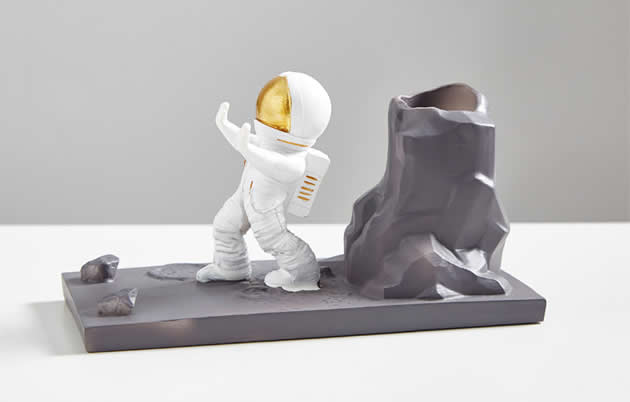 Fun cartoon astronaut mobile phone holder pen holder