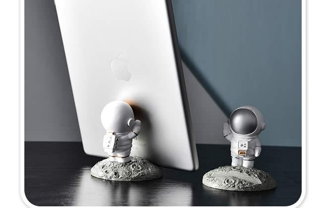 Fun mini cartoon astronaut cell phone holder