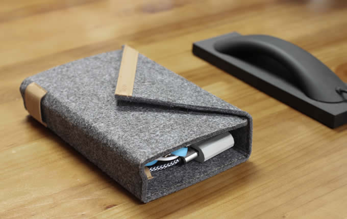 Universal Cable Travel Organizer Wool Felt Case Built In 4