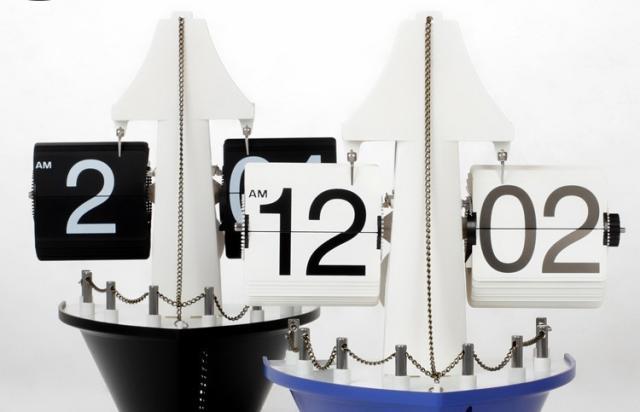 Sailboat Auto Flip Clock
