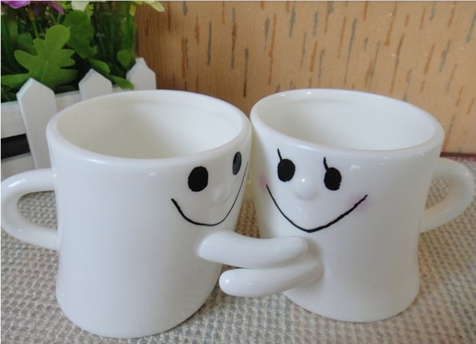 Hug Me Mug Lovers Cup