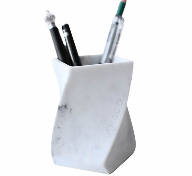 Creative imitation marble resin twisted pen holder