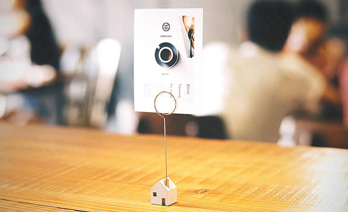 Concrete House Shaped Magnetic Photo Memo Clip Holder Stand