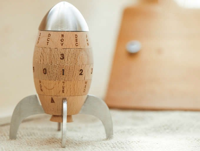 Wooden Rocket Shaped Perpetual Calendar Feelgift