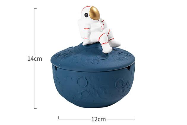 Sitting On The Moon Astronaut-shaped Desktop Ashtray