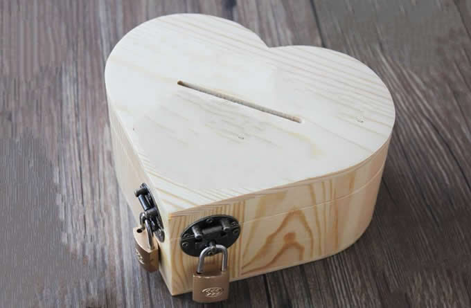 Wooden Heart Shaped Coin Bank Money Saving Box Feelgift